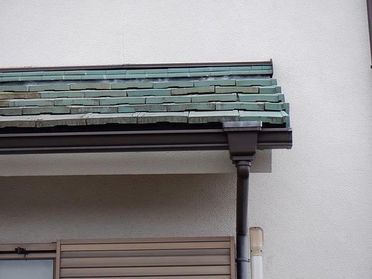 高崎市で瓦にずれがあり横や上下や前後にすき間ができている屋根