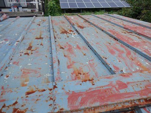 塗装が傷みサビているトタン屋根