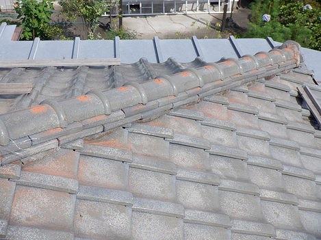高崎市で日本瓦の屋根の隅棟の瓦の積み直しをする工事をしました