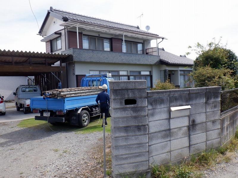 高崎市で雨漏りしている日本瓦の屋根と壁との際を修理する工事