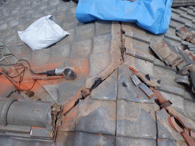 高崎市の住環境改善助成事業の助成金で棟の瓦を積み直しする工事