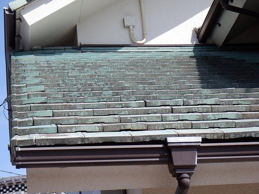 屋根の軒先部分やケラバ部分の瓦のずれ