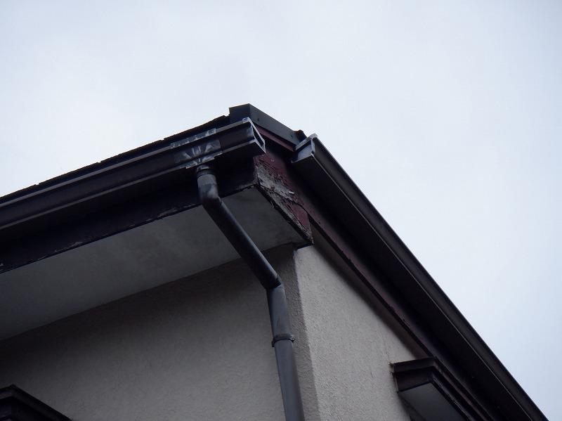 直した板金と塗装の傷んだ破風板