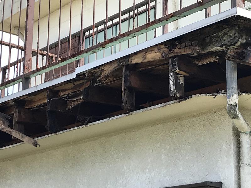 高崎市でシート防水の雨漏りが原因で壊れた外壁に透湿シート張り