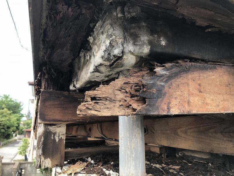 シート防水からの雨漏りが原因で腐食した木材