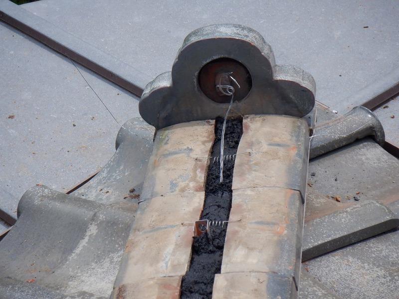 鬼側の裏の針金とのし瓦に緊結金具
