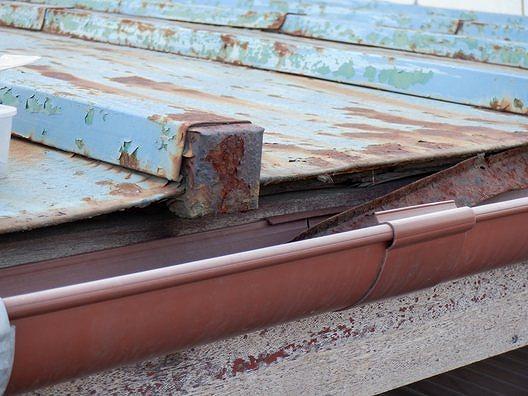 トタン屋根の軒先落下
