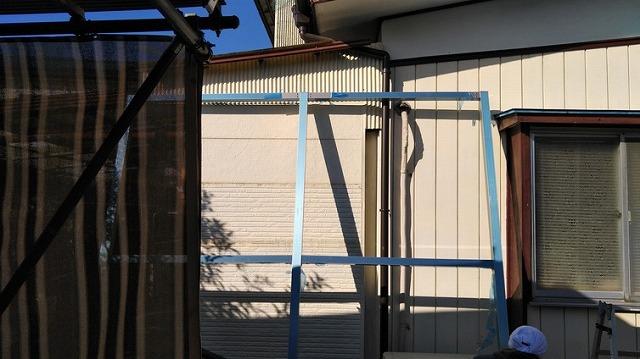 出窓用ルーバーの柱の枠