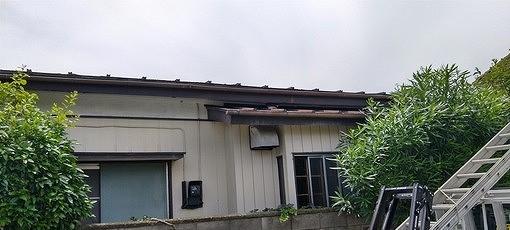 平屋トタン屋根