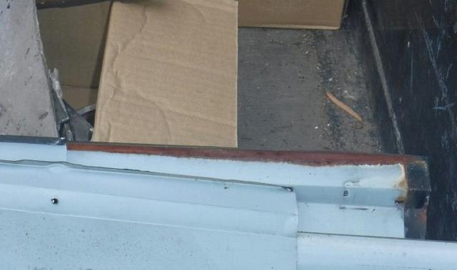 取り外された棟板金の裏側のサビ