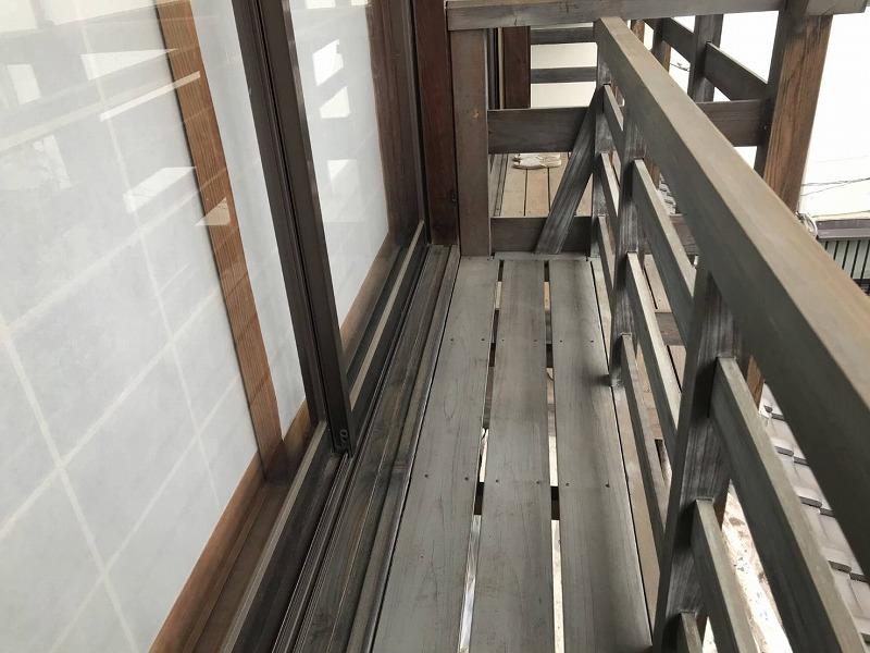 ケレン前の木製窓手摺