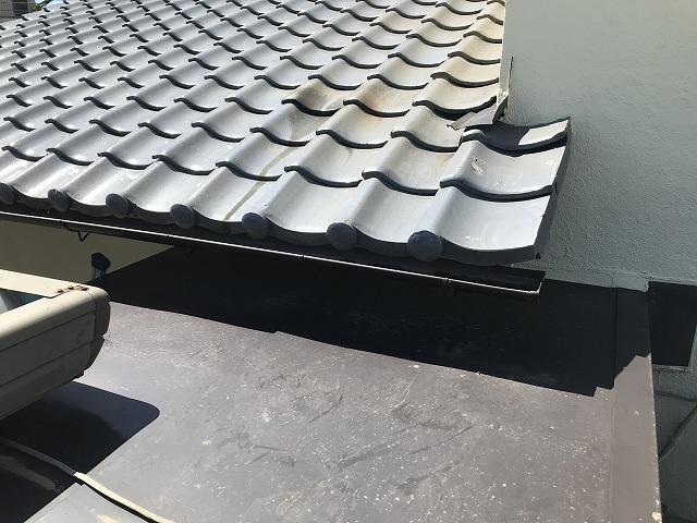 軒樋と倉庫の屋根