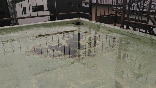 屋上の水たまり