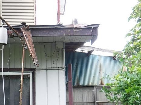 1階軒樋壊れている