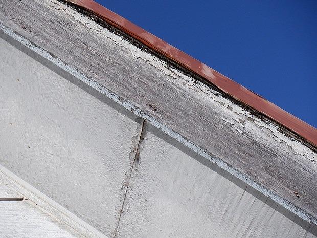 破風板塗装の剥がれ