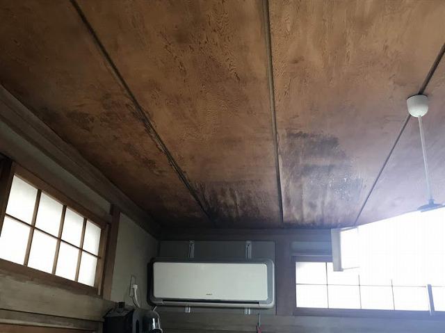 和室天井の雨漏りのシミ