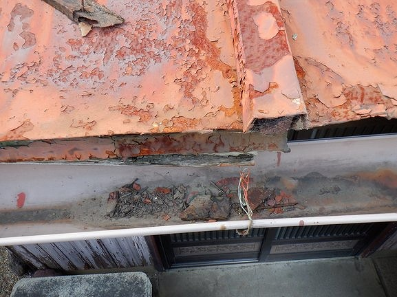 トタン屋根の雨樋