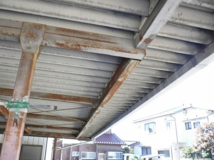 車庫の屋根の内側から見た全景