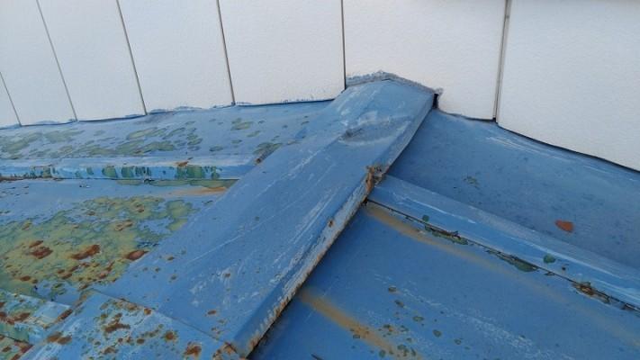 トタン屋根の棟板金