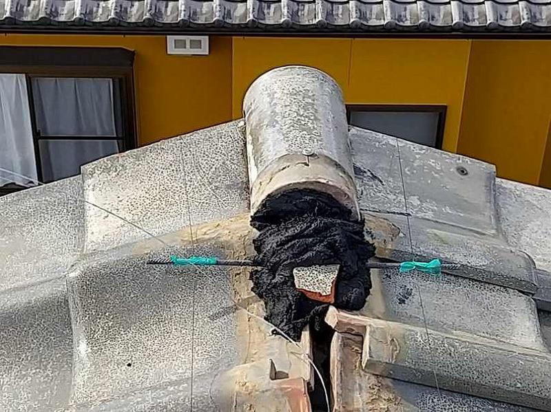 棟瓦の左右を機等に均すための水糸