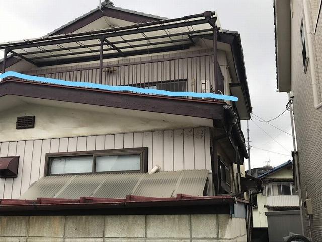 1階が板金屋根の家