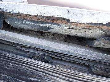 土葺き屋根の側面