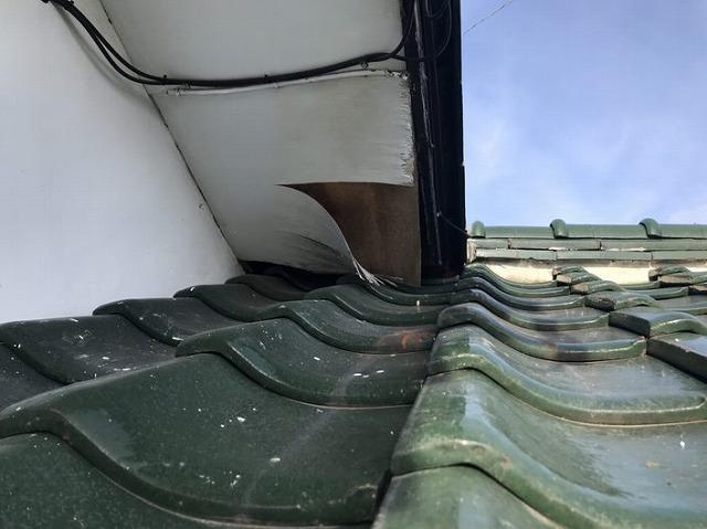 軒天井のめくれ正面近景