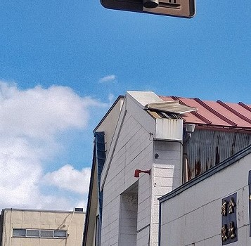 屋根の板金のめくれ通りから見て