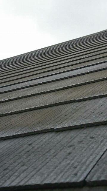 色の褪せてきたスレートの屋根