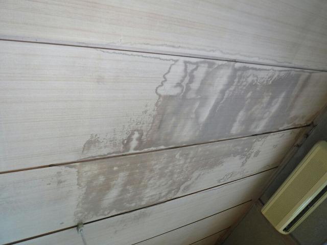 エアコンの部屋の雨漏りのシミ大
