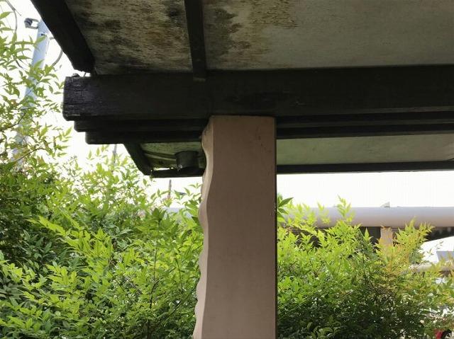 柱の上の軒天井
