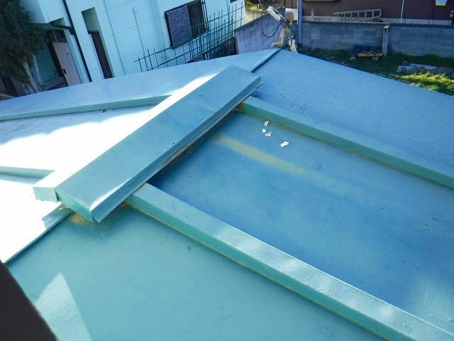 板金屋根の棟付近のさび