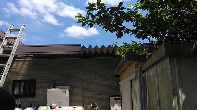 折板屋根の脚立