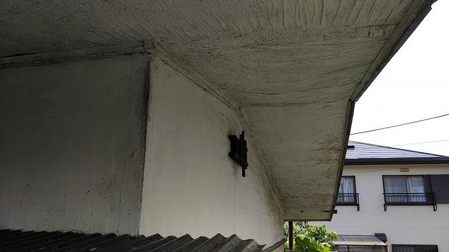 しわしわのベニヤ板の軒天井