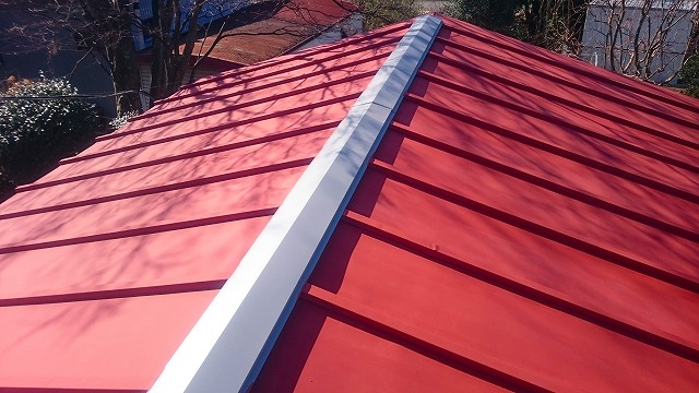 車庫の屋根のさび止め仕上げ