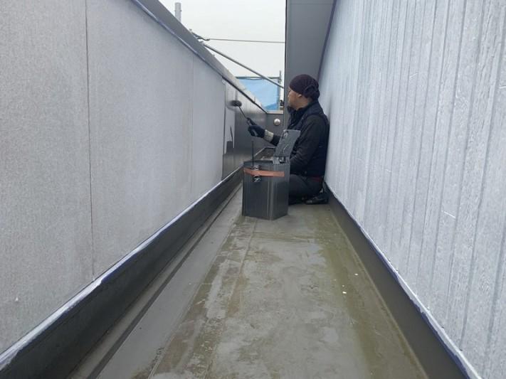 バルコニー内側ローラー中塗り中