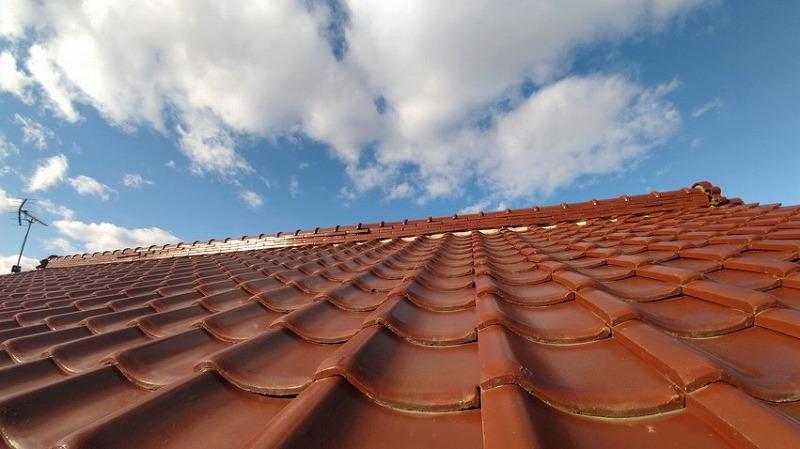 高崎市で棟瓦ののし瓦がはみ出ている瓦屋根の調査をしました。
