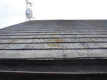 塗膜のないスレートの屋根