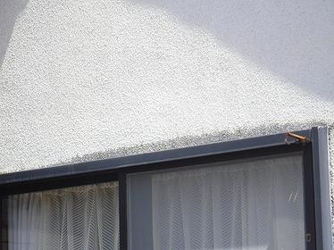 リシン壁窓の上の黒ずみ