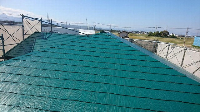 上塗り塗装した後のスレートの屋根