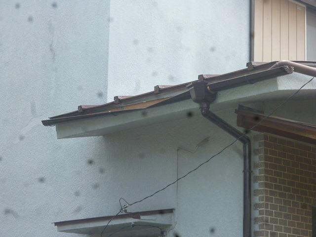 玄関の 雨どい交換工事前