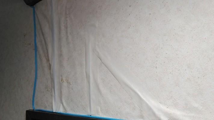 クロスの雨漏りのシミを補修した形跡