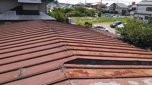 錆びとコーキングした後のトタン屋根