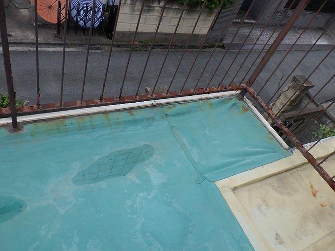 高崎市でシート防水から雨漏りして外壁の一部が破損崩落したお宅