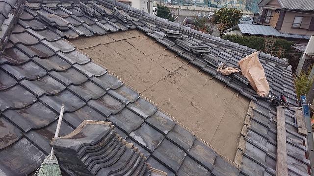 雨漏りしているところの既存の瓦を剥いだところ