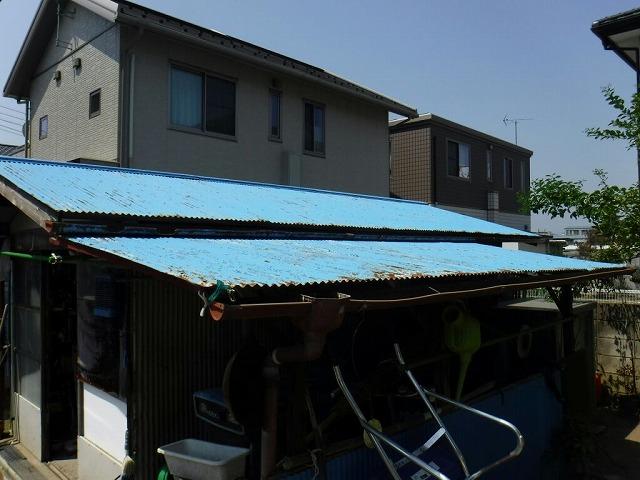 農機具小屋の北側のトタンの波板の錆び