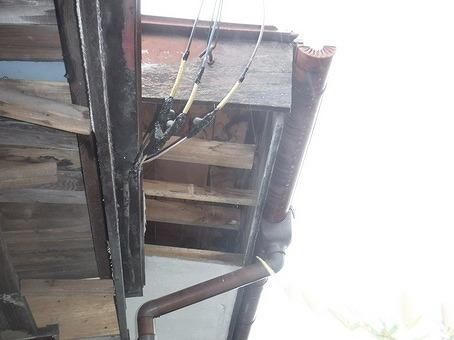 軒天井剥がしたところ