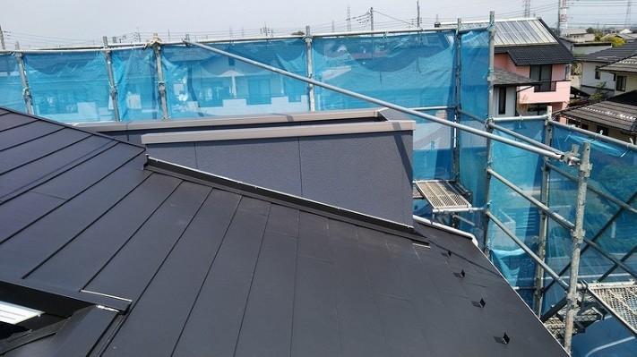 屋根とバルコニーの壁