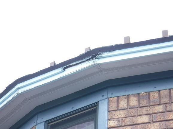 破風板の破損斜め下より