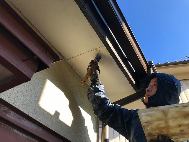 軒天井ビスに塗装処理